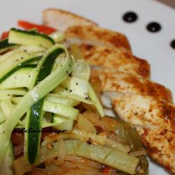 Blanc de poulet et ses légumes en sauce